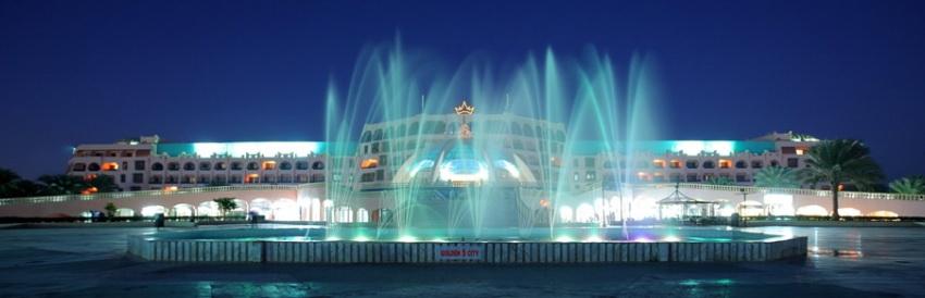 Ночное светомузыкальное шоу фонтанов в отеле Голден 5 в Хургаде.